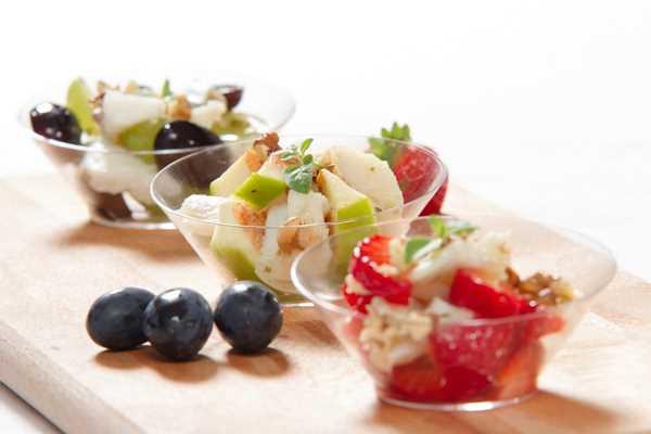Marinirani fileti sa sezonskim svježim voćem (smokvama, jagodama, grožđem)