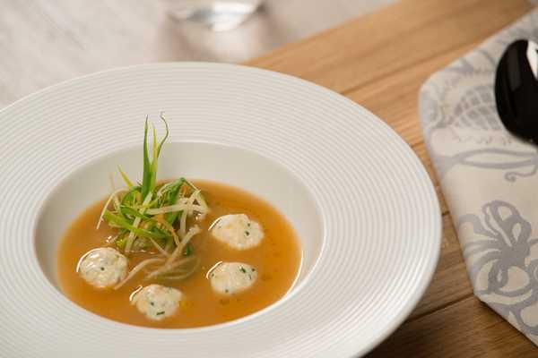 Gusta riblja juha s okruglicama od brancina