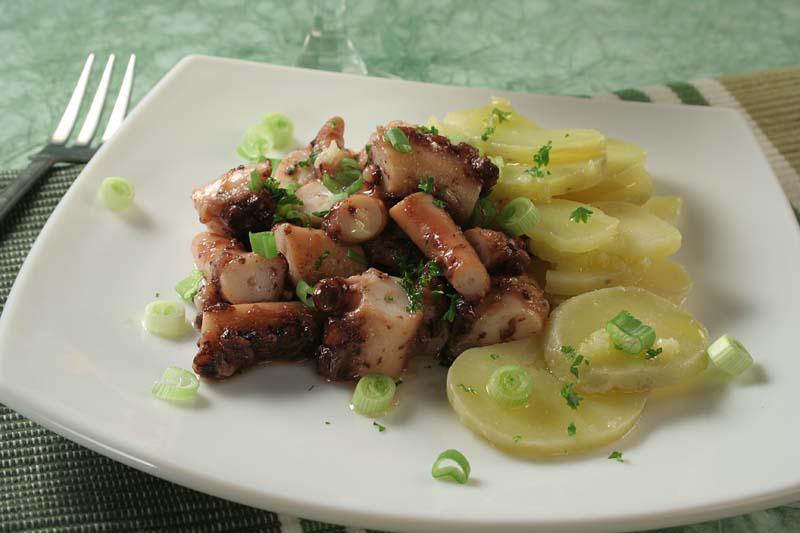Hobotnica sa salatom od krumpira