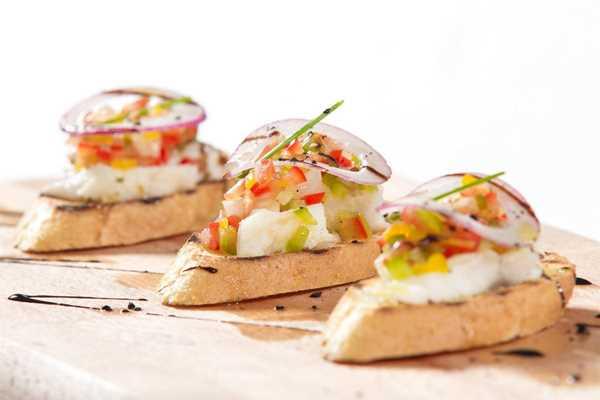 Kanape zalogajčići s mariniranom ribom i povrćem