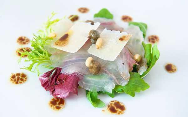 Carpaccio od Hame serviran na hrskavoj salati