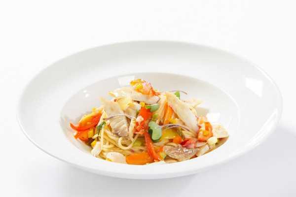 Špageti s dimljenom ribom i povrćem